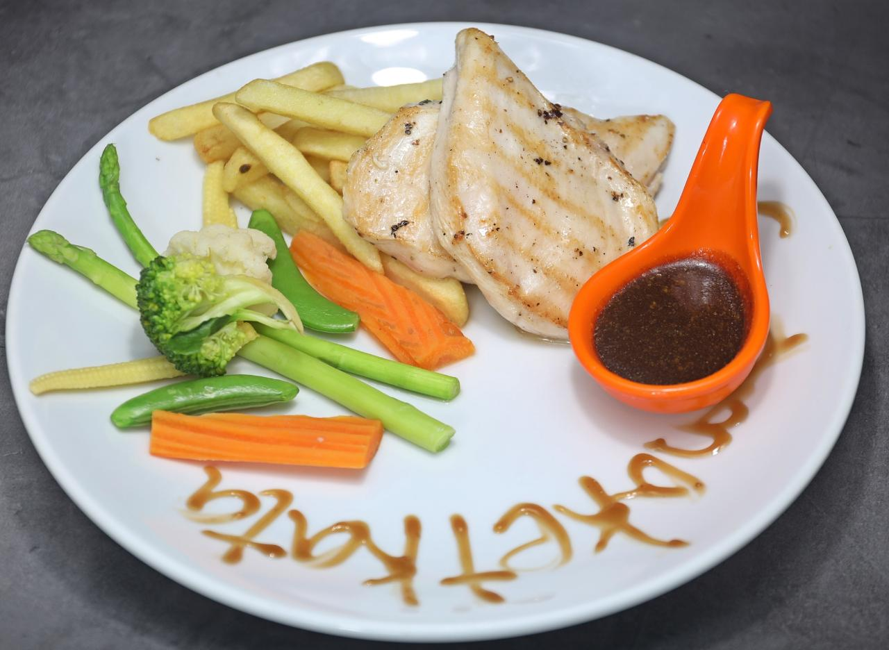Chicken Steak (200 g) with French Fries