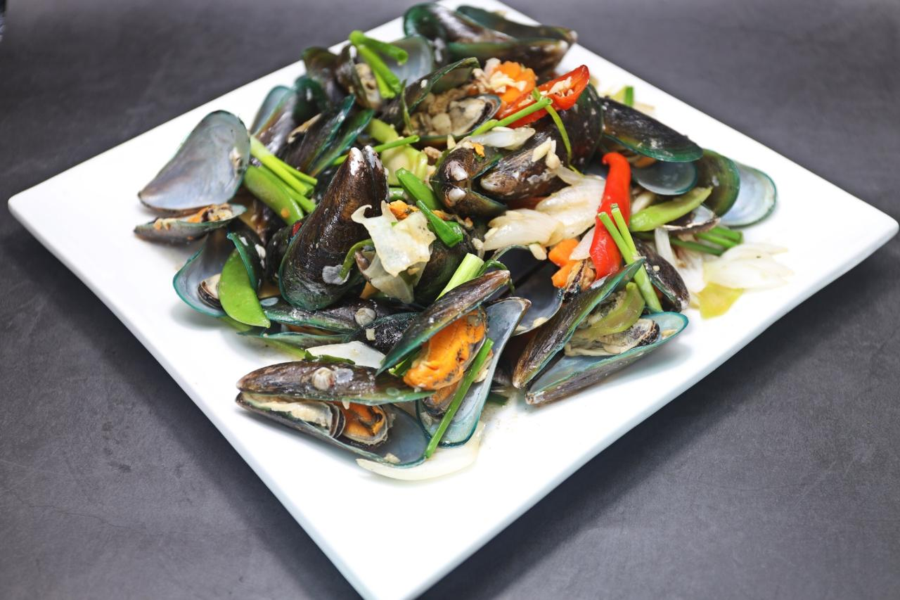 Stir-Fried Mussels with Spring Onions