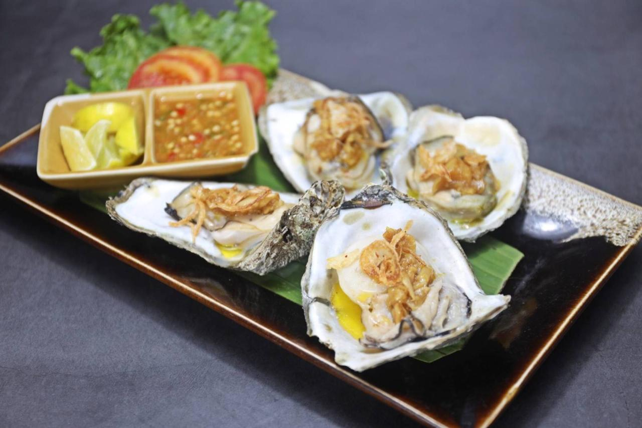 Oysters Grilled with Garlic